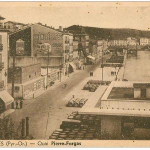 Le Quai Forgas en premier plan la gare maritime détruite en 1945